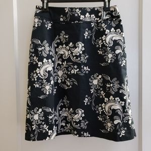 H&M | 8 black and white print a line skirt lined